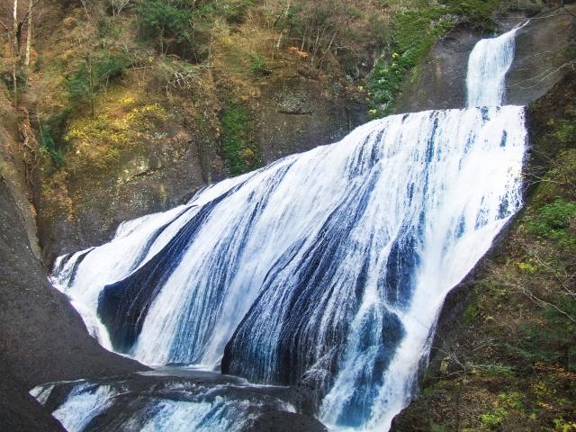 袋田の滝のアクセスや見どころ、「凍結」チェックができるライブカメラ