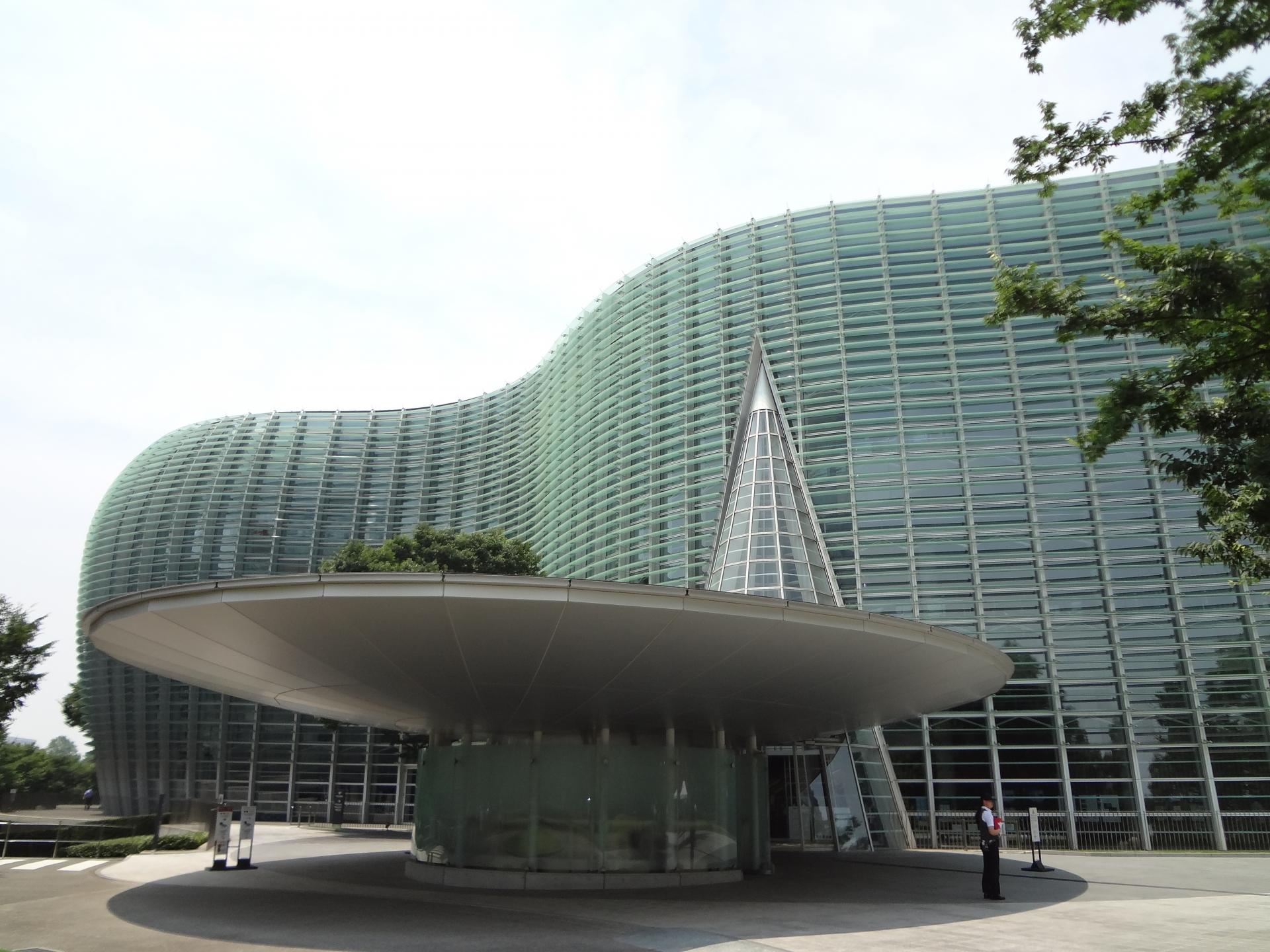 国立新美術館のアクセスや料金と展示スケジュール
