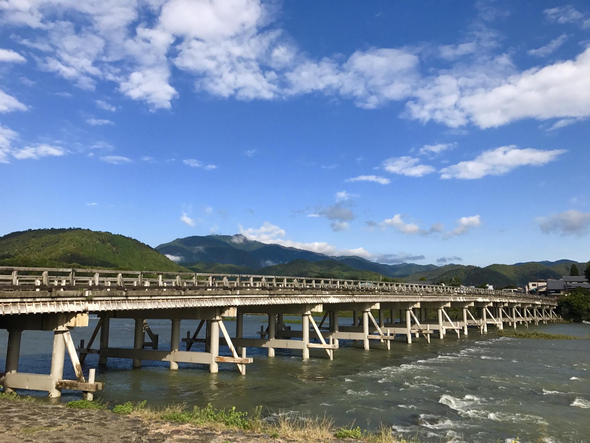 渡月橋へのアクセスや駐車場と観光ポイント、氾濫や通行止め情報